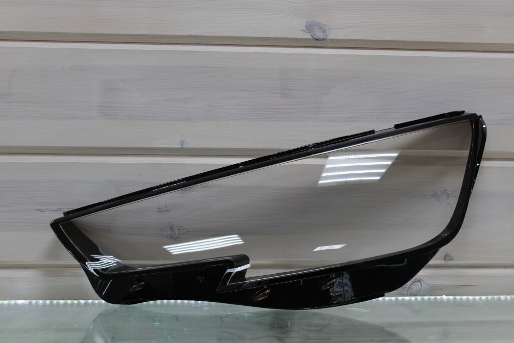 Стекло на левую фару для Audi A4 B9 2015