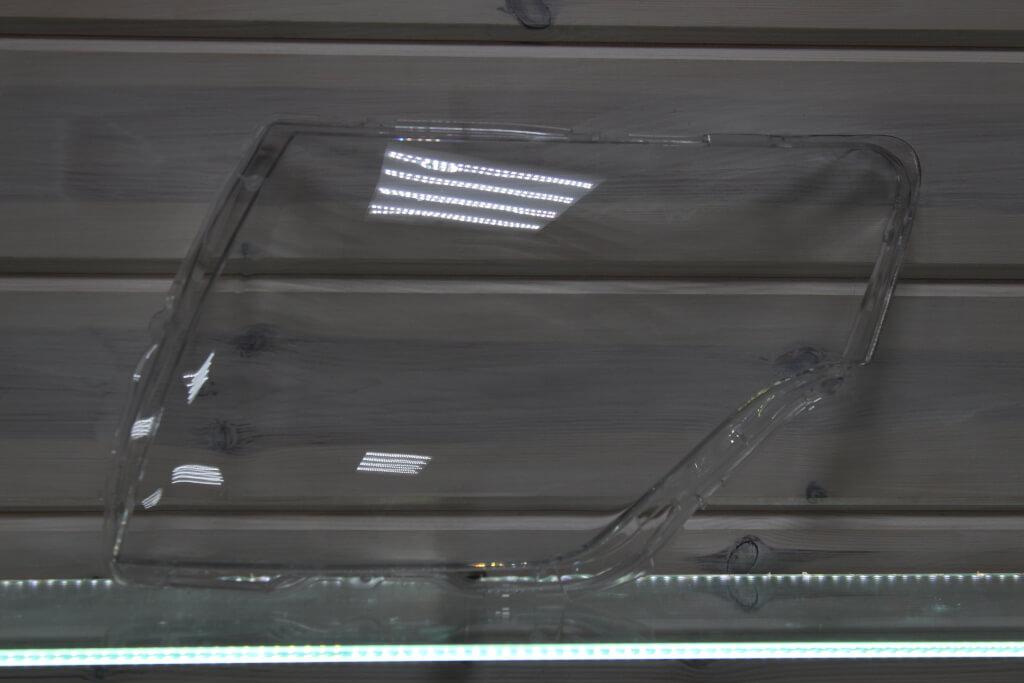 Стекло на левую фару для Mitsubishi Pajero 4 2006-2016