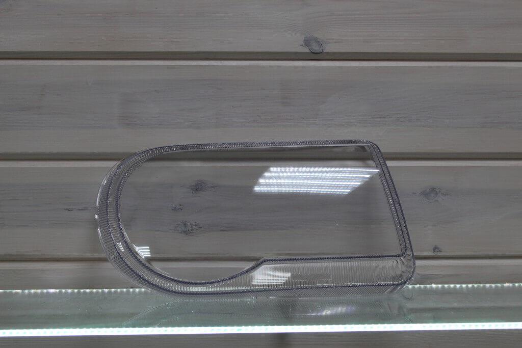 Стекло правой фары для Chrysler 300C 2004-2011