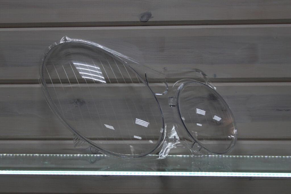 Стекло правой фары для Mercedes E-class W211 2002-2009