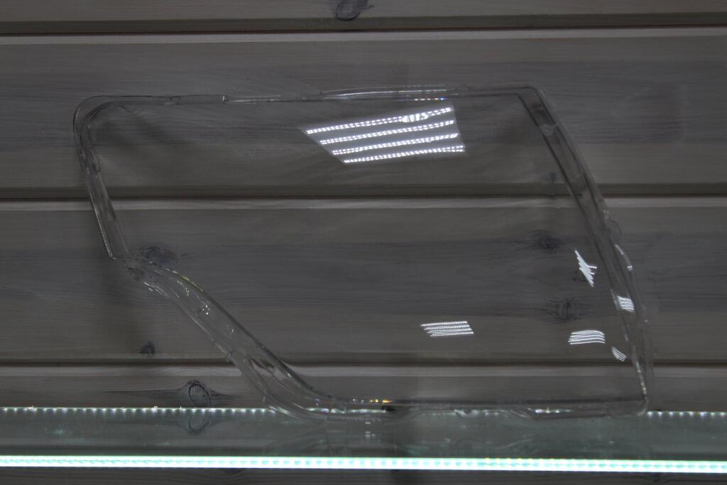 Стекло правой фары для Mitsubishi Pajero 4 2006-2016