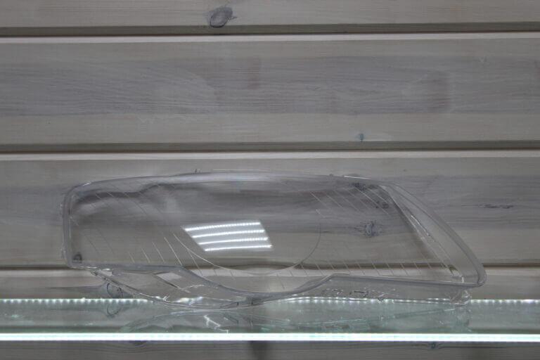 Стекло правой фары для Volkswagen Passat B6 2005-2010