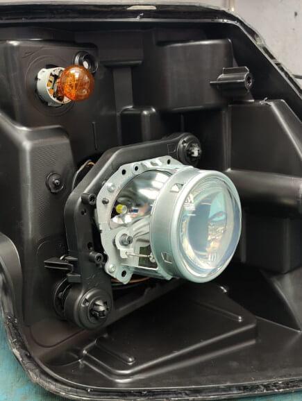 Родные линзы в Ford Explorer 5