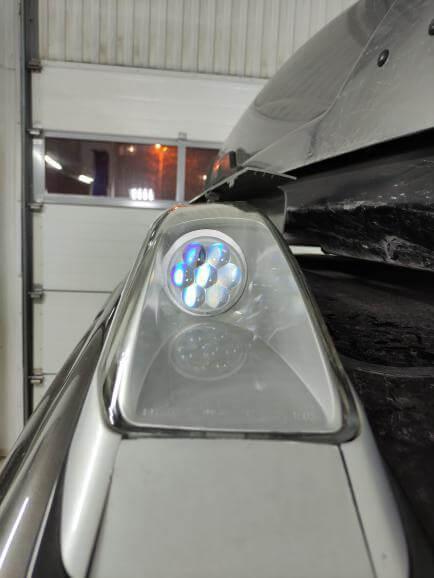 Модули дальнего света в Nissan X-Trail.